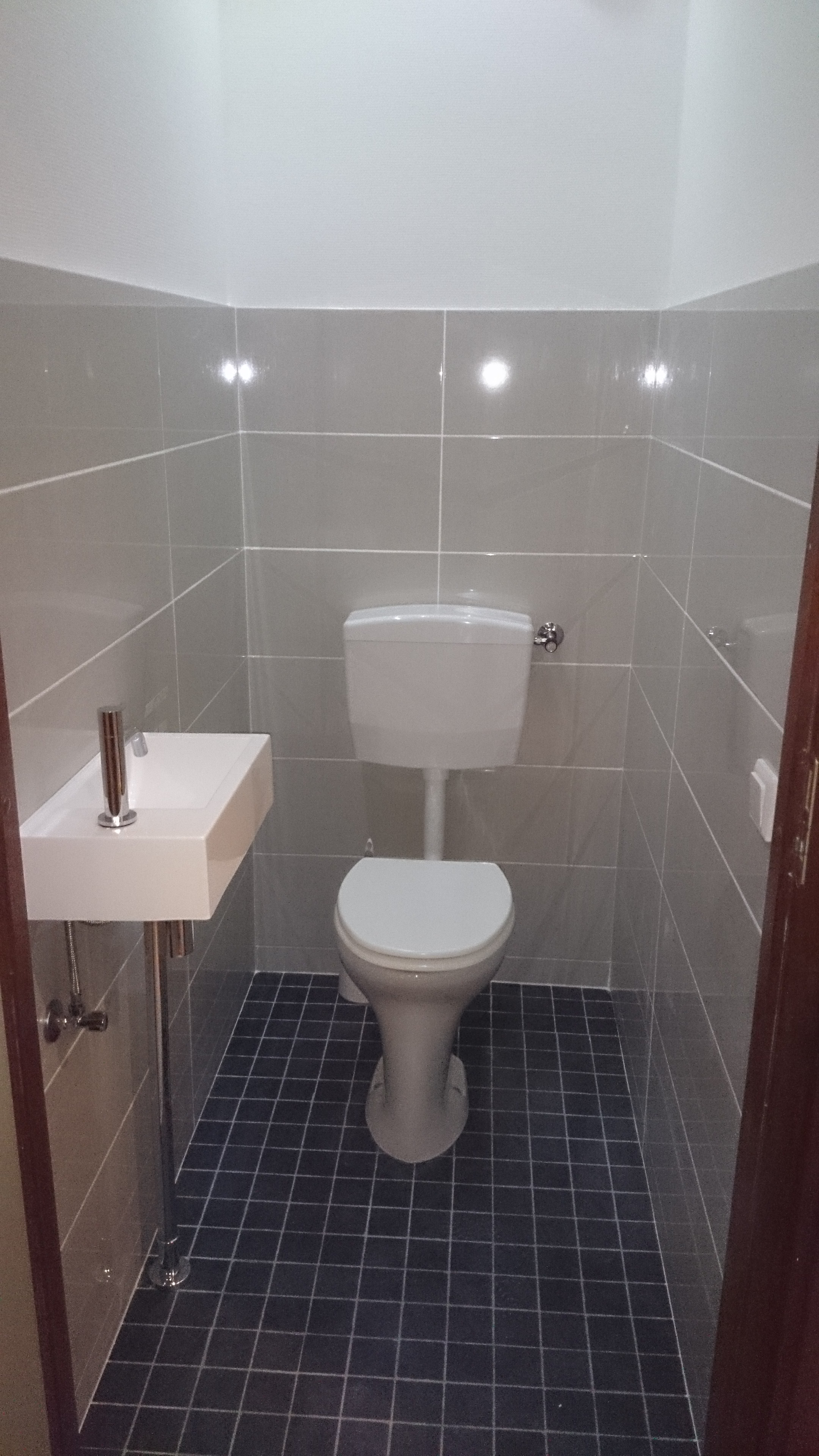 Toilet renovatie decotronics specialist toiletrenovatie - Tegel voor toilet ...
