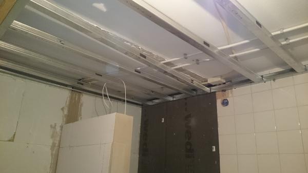 Plafond Badkamer Afsteken : Goedkope badkamer plafond u devolonter