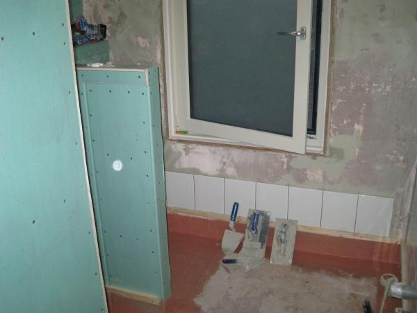 Polyester badkamer maken home design idee n en meubilair inspiraties - Hoe kleed je een witte muur ...
