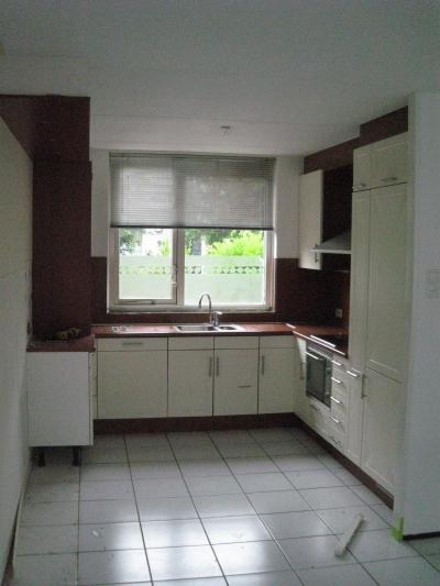 Oude Keuken Verwijderen : Oude vloer en keuken verwijderen.