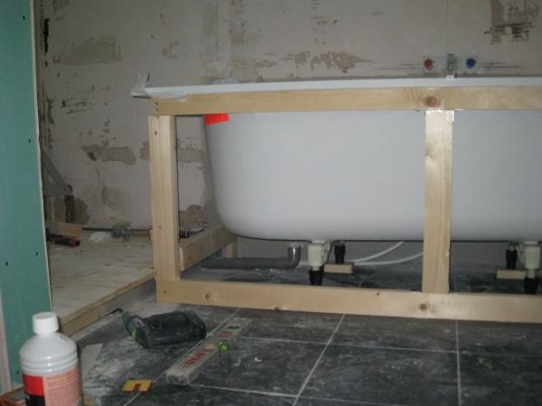 Frame voor bad maken en plaatsen bad
