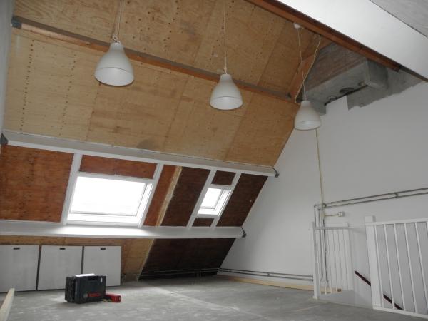 Grijze slaapkamer kast beste inspiratie voor huis ontwerp - Zolder stelt fotos aan ...